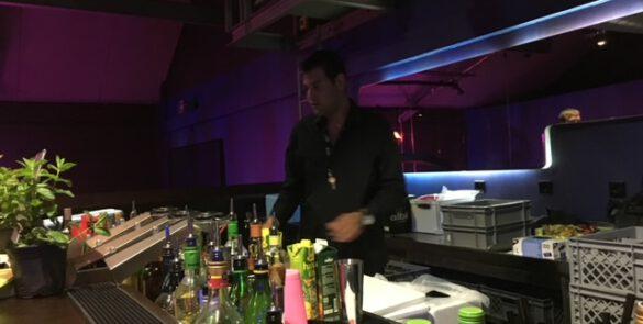 Showbarkeeper bei einem Cocktailservice in München